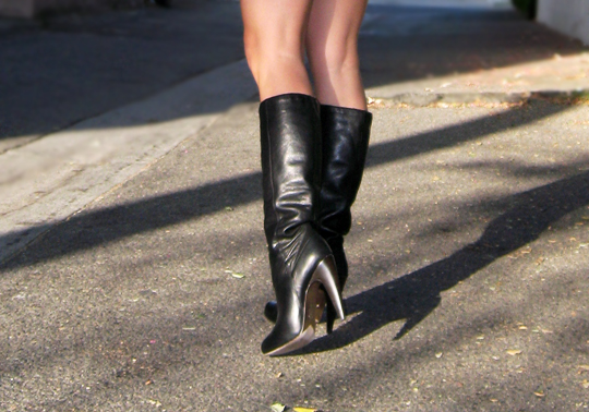 90s-black-dress-black-boots-dolce-vita-boots