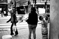 Frau mit Blumen (juppi du) Tags: africa road street leica people urban blackandwhite shop hermanus rural 35mm shopping southafrica photography 50mm bay town transformation market south main social capetown menschen m summicron western change cape darling summilux stellenbosch kalk m9 lwr westerncape kapstadt paarl malmesbury 2011 kayamandi parow genadendal wesbank strase winter2011