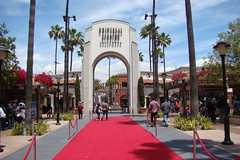 Universal-Studios-Theme-Park-Tour-Entrance