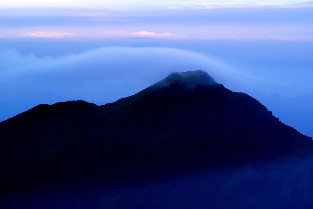 奇萊Day3-31 薄雲飛越奇萊主峰頂