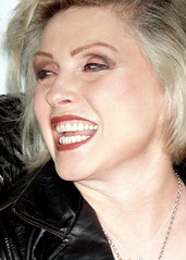 Debbie Harry 2008 by David Shankbone (david_shankbone) Tags: newyorkcity eastvillage photographie rockstar teeth creativecommons stockphotos wikipedia redlips publicart fotografia blondie debbieharry bild stockimages  squeezebox filmpremiere stockphotography  publicphotography    fotoraf    wikimediacommons   freephotos  freeimages  fnykpezs  nhipnh 2008tribecafilmfestival     bydavidshankbone  shankboneorg      tvrspoleenstv  kreativflled schpferischesgemeingut   kreatvkzjavak          puortgrapj