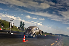 (Andreas Reinhold) Tags: car vw race bug volkswagen drag automobile beetle automotive racing callook wheelie bitburg kfer quartermile aircooled type1 dfl bitbug andreasreinhold