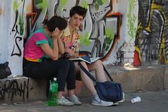 Respite (Catalin Pruteanu) Tags: street june canon arthur strada talk verona romania delivery bucharest bucuresti iunie respite canon70300 pictor arthurverona canon400d streetdelivery
