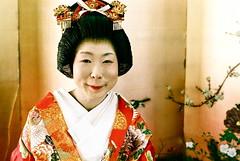 funny pucker (troutfactory) Tags: wedding cute film face japan japanese 50mm bride funny voigtlander rangefinder  kimono analogue kansai nokton pucker   ayabe natura1600 bessat