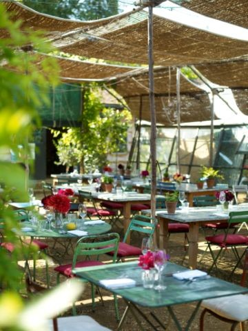 3633116470 7cb5d2fdd8 o Inspiration: Outdoor Tables Paired with Cafe Chairs