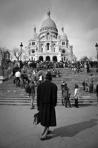 El hombre de negro en Paris