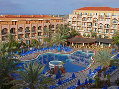Hotel Dunas Mirador view over pool (Dunas Hotels & Resorts) Tags: sea sky espaa sun sol beach water grancanaria strand palms children island hotel mar spain agua meer wasser kanaren urlaub himmel playa palmeras atlantic insel kind cielo blau sonne nio vacations canaryislands isla vacaciones mirador spanien hoteles dunas islascanarias maspalomas palmen canteras tumbona liegestuhl sonnenland atlanico dunashotelsresorts hoteldunasmirador excellenceclub