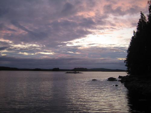 el lago (atardecer con nubes)
