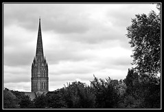 Spire of Salisbury cathedral (Richard Cowdrey) Tags: blackandwhite bw white black church canon eos cathedral spire sailsbury 400d richardcowdrey yahoo:yourpictures=europeanmonuments