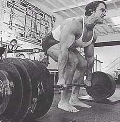 Arnold_Schwarzenegger_powerlifting_deadlifts_bottom_technique by bjorn00