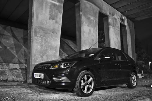 2009 black ford focus zetec 5dr under a bridge