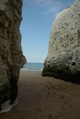 Between the Stacks (Lil Shepherd) Tags: beach shore botanybay thanet