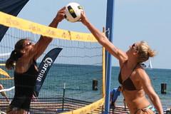 North Ave. Beach Volleyball (dangaken) Tags: chicago north avenue beach volleyball beachvolleyball northavenuebeach bikini chicagoil illinois midwest usa unitedstates windycity cityofbroadshoulders chitown canon gaken dangaken dgaken wwwflickrcomdgaken photobydangaken
