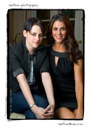 Kristen and Samantha. por mobyavid.