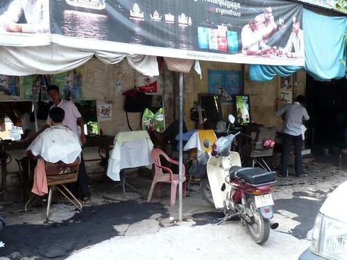 Street Barbers   Strassenfriseure in Phnom Penh