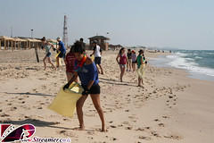 IMG_8606 (Streamer -  ) Tags: ocean sea people green beach nature ecology up israel movement garbage group cleanup clean bags friday  shimon nonprofit streamer bnei initiative kibutz enviornment     ashkelon           ashqelon   volonteers