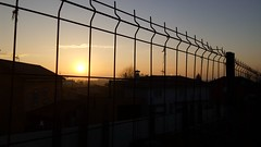 Sunny (borneirana) Tags: sunset sunrise sun sunny mornings orange red fences sol amanecer puesta postadesol amencer paraíso paisaxe paisajes landwirtschaft landscapes cielo sky