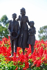 A statue in front of the Shrine of Remembrance, Melbourne (chaojiwolf) Tags: statue memorial war shrine australia melbourne victoria vic remembrance warmemorial shrineofremembrance