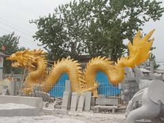 您好:我厂石雕华表龙柱,九龙壁,文化柱;龙戏珠龙戏水蟠龙龙雕图片——(我中央美院嘉祥石雕厂潘)