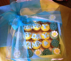 yellow& turqouise (nadibakes) Tags: birthday yellow happy box daisy ribbond tuqouise