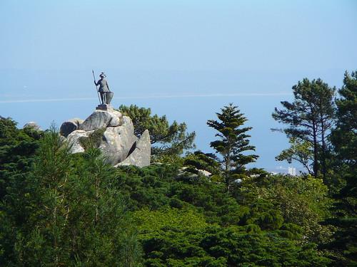 El Guerrero del Parque da Pena, visto desde el Palacio da Pena.
