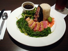Seared Yellow Fin Tuna (Svadilfari) Tags: fish sushi ma restaurant rice massachusetts worcester evo searedtuna worcesterma yellowfintuna worcestermassachusetts sweetstickyrice worcestermass tunaloin searedyellowfintuna evodining