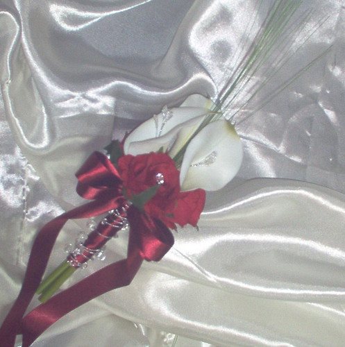 *jemma 297 b/m* a younger bridesmaids calla lily handtied with red roses & silver bling by you.