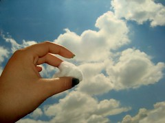 Robanubes (@ClementinaD) Tags: sky clouds hand cotton cielo nubes mano algodn flickraward