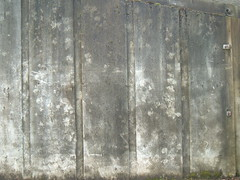Grooved concrete wall