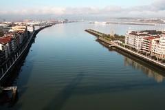 Vista del Abra 2 (Inocent-e) Tags: bridge puente spain bilbao bizkaia portugalete euskadi vizcaya puentecolgante getxo lasarenas ría elabra desembocaduraríonervión desembocaduraría ríonervíon