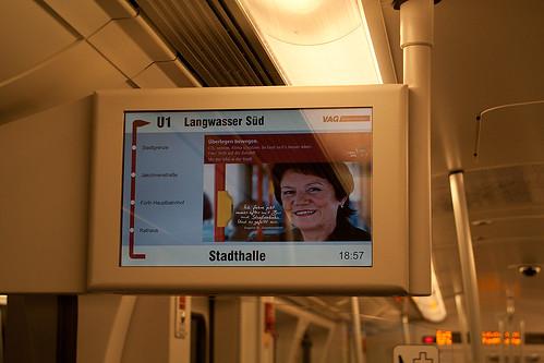 Displays ergänzen die Fahrgastinformation