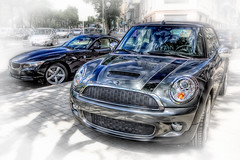 Brothers  BMW and Mini, HDR (marcp_dmoz) Tags: madrid auto espaa car reflections eos spain mini s coche cooper bmw z4 coopers 2009 hdr spanien reflejos wagen sportwagen spiegelungen pkw 50d 23i noregistration sdrive sinmatrcula