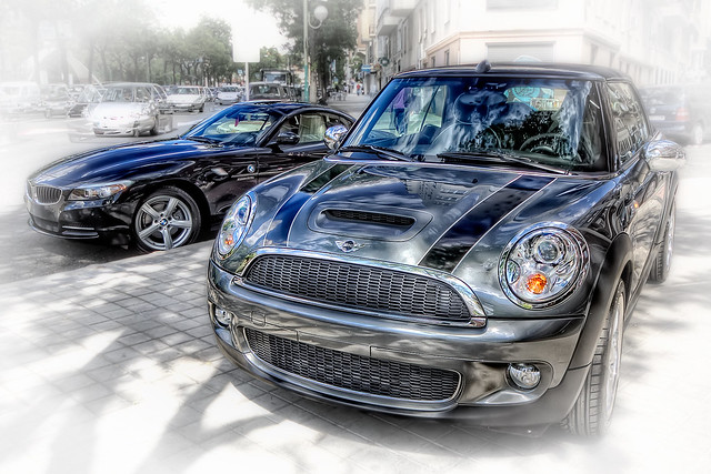 madrid auto españa car reflections eos spain mini s coche cooper bmw z4 coopers 2009 hdr spanien reflejos wagen sportwagen spiegelungen pkw 50d 23i noregistration sdrive sinmatrícula