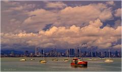 bahía de Panamá (Seracat) Tags: ocean sunset water clouds marina atardecer bay boat canal agua eau barco cel nubes panamá hdr nube aigua badia pacífico amador causeway oceano nwn vaixell bahía núvol oceà capvespre sonya100 panamà pacífic seracat