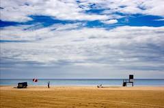 - Family & beach - (xavipat) Tags: canon 350d day cloudy catalonia catalunya cambrils catalua xavipat