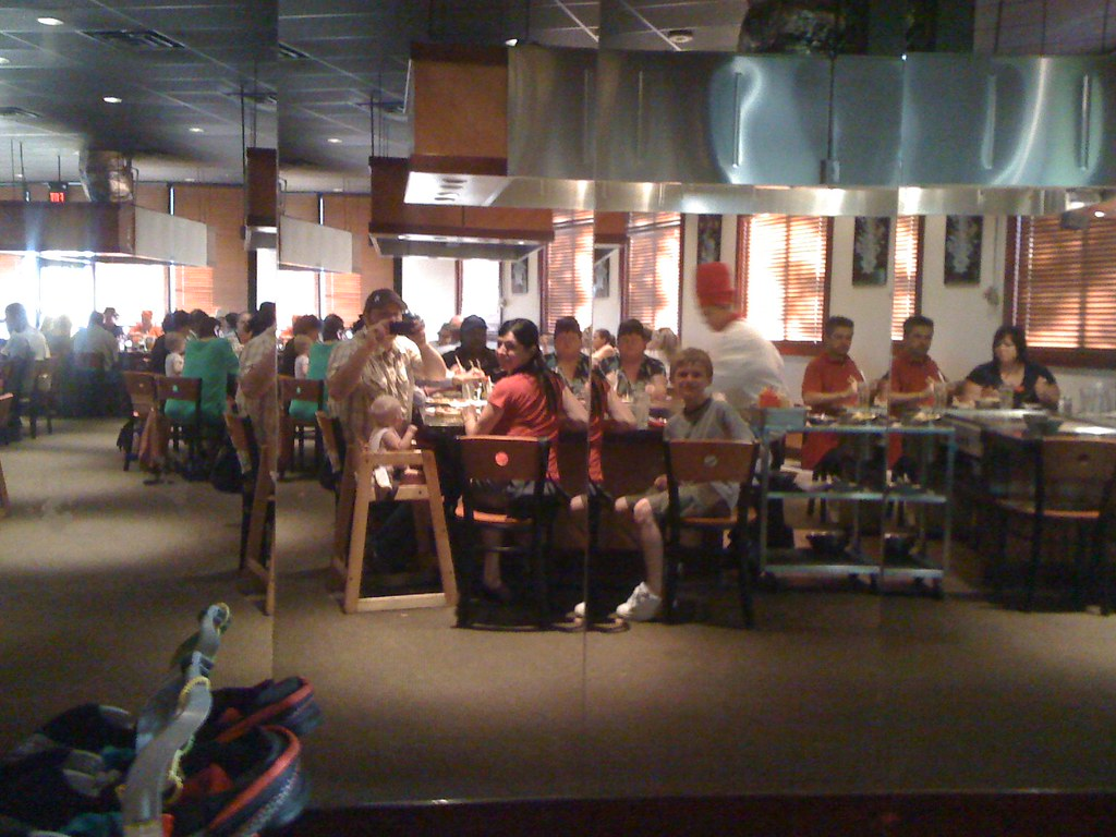 06.22.09 The family at Tepenyaki