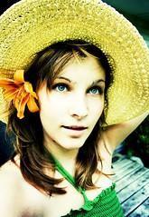ihaveabigfloppyhat :] (ItsMeKlara) Tags: green hat out big eyes daylily overexposed washed imbored itssummer itsmeklara ihaveasuperbigfloppyhat