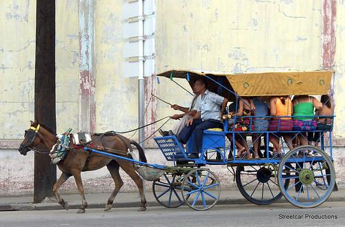 Taxi Service in Havana por mandalaybus.