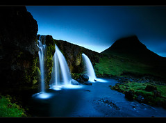 Kirkjufellfoss (orvaratli) Tags: longexposure travel water night river landscape waterfall iceland stream shot smooth silk arctic foss peninsula 1022mm kirkjufell snfellsnes icelandic grundarfjrur lkur kirkjufellsfoss kirkjufells arcticphoto rvaratli orvaratli