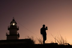 __루______엣__,, (Color-de-la-vida) Tags: sunset people lighthouse spain silhouettes p siluetas energia 일몰 photografer 실루엣 学 colordelavida çapourraiêtreleboutdumonde