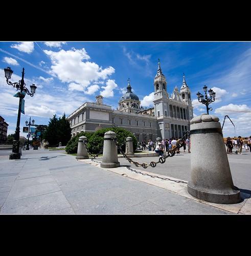 CATEDRAL DE LA ALMUDENA.MADRID por El coleccionista de instantes.