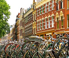 Rotterdam (caminanteK) Tags: architecture arquitectura rotterdam paysbas vélo hollande bicis courbes mariobenedetti haikú