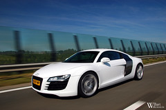 Audi R8 (Bart Willemstein) Tags: auto white cars car photo nikon shoot foto photoshoot d70 d70s automotive autos nikkor audi panning tracking hoofddorp r8 haarlemmermeer trackingshot panningshot bartw autogespot bartwillemsteinnl driemerenweg