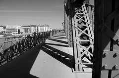 long way (march25/AnnaZ) Tags: bridge light shadow lines blackwhite nikon geometry lumire steel budapest perspective structure 2009 hl szabadsag annaz libertybridge d80 ennoiretblanc overthedanube