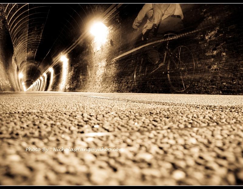 走過時光的隧道