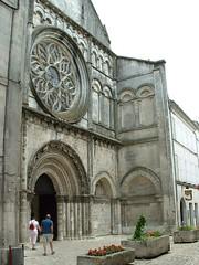 Eglise - Saint-Léger (Charente Tourisme) Tags: architecture cognac eglise charente lacharente artroman lacharente16