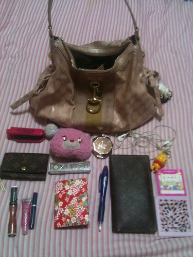 What's in my bag #2 by KitaRei