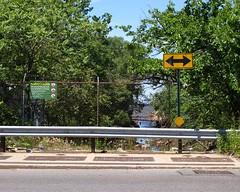 Richmond Terrace Bridge over Mariner's Harbor Creek, Staten Island, New York City (jag9889) Tags: county city nyc bridge ny newyork puente harbor crossing bridges richmond ponte mariners pont borough statenisland brcke waterway nycdot richmondterrace y2011 jag9889 marinersharborcreek