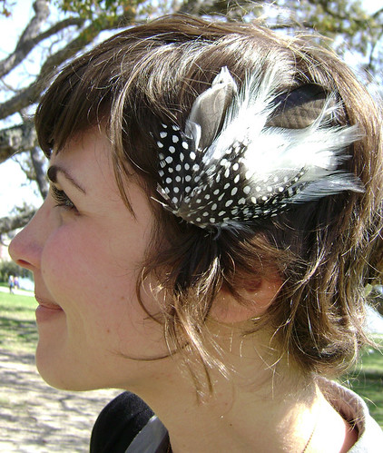 Feather clip on cute short sassy hairstyle. Here's a great short hairstyle