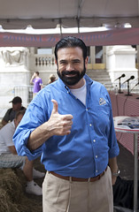 Billy Mays, the Man! (-X.) Tags: park party apple festival square big bbq madison barbecue billy block barbeque annual 7th 2009 mays